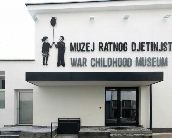İçerisi ve Dışarısı - Müge Tuzcuoğlu - Savaşta Çocukluk Müzesi