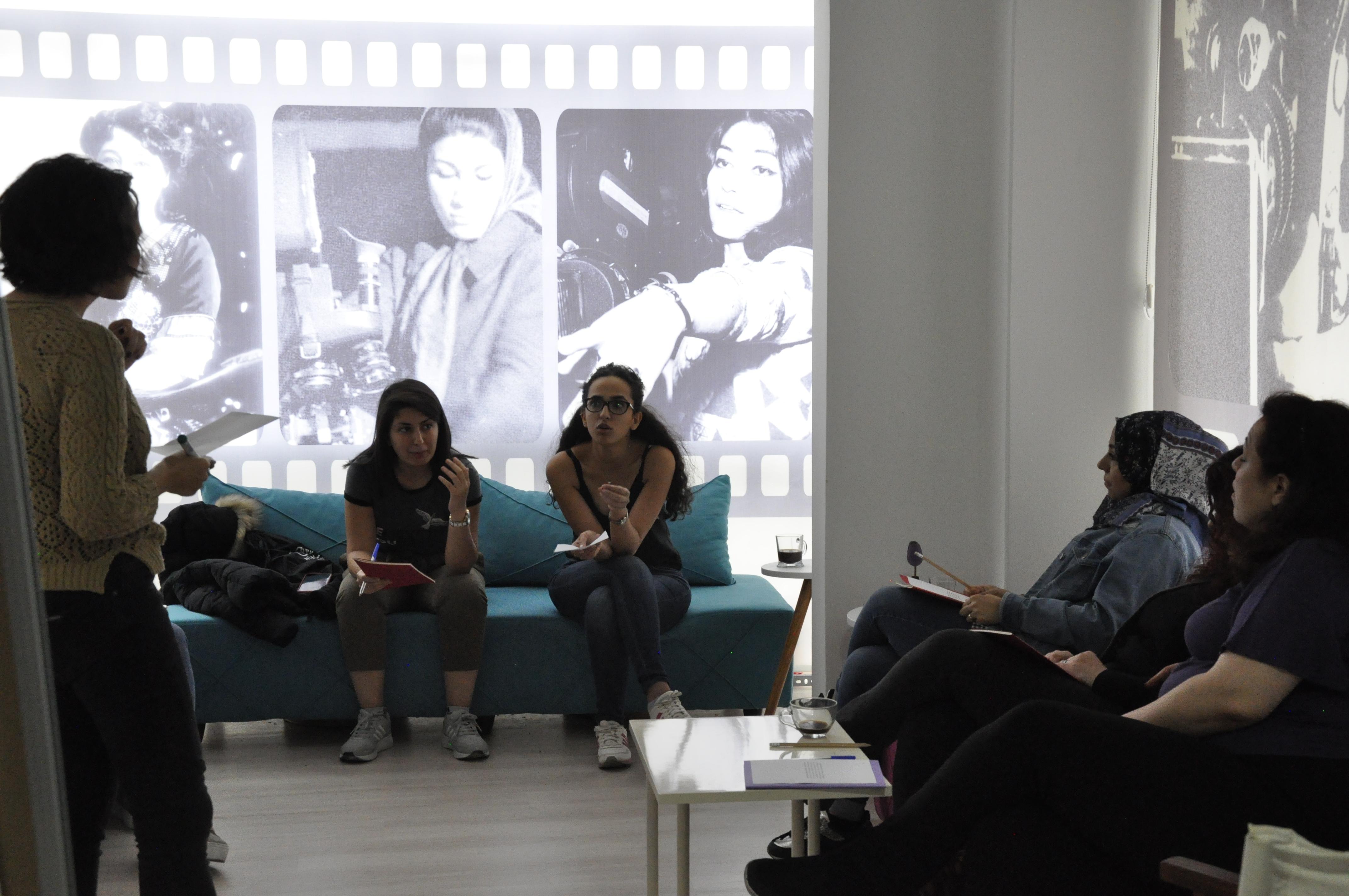 Göçmen Harfler: Mülteci Kadınlar İçin Yazı Atölyesi